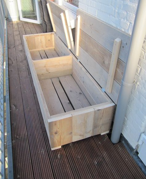 A Valve Bank Made Of Used Scaffolding Wood Can Be Nice And Good Scaffolding Valve Kleiner Balkon Sitzbank Selber Bauen Balkon Sofa