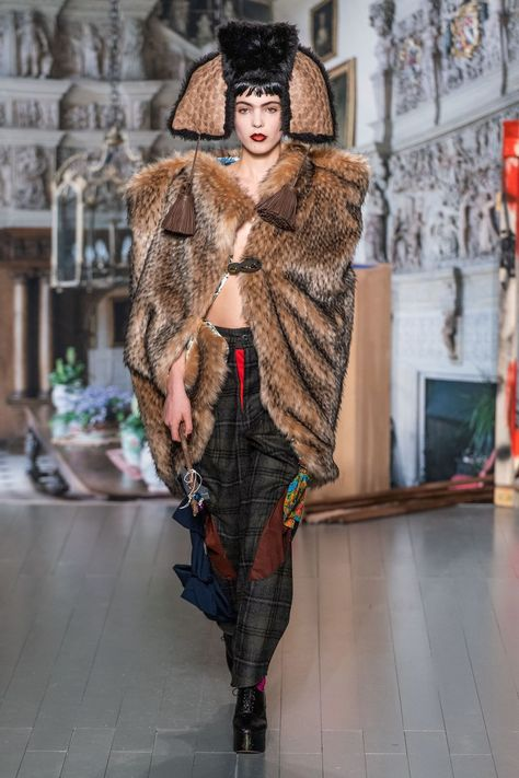 Matty Bovan Fall 2019 Ready-to-Wear collection, runway looks, beauty, models, and reviews.