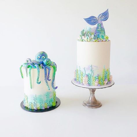 I had two under the sea themed cakes this weekend, gotta love a matching duo!  All details on the bottom of the cake are piped buttercream and on top of the mermaid cake are pastel marbled shards/coral, edible