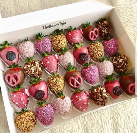 Chocolate Dipped Strawberries, Chocolate Covered Strawberries, Strawberry With Chocolate, Chocolate Covered Treats, Strawberry Dip, Strawberry Recipes, Fruit Recipes, Strawberry Shortcake, Gateau Baby Shower