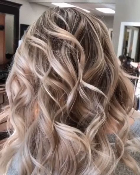 Best ever golden hairstyles and hair color ideas for bold and fashionable ladies to wear nowadays. In this post we have gathered up a list of best golden blonde hair colors that will really help you to get head turning hair looks in these days. So, just see here and get inspirational trends of golden hair colors for 2018.