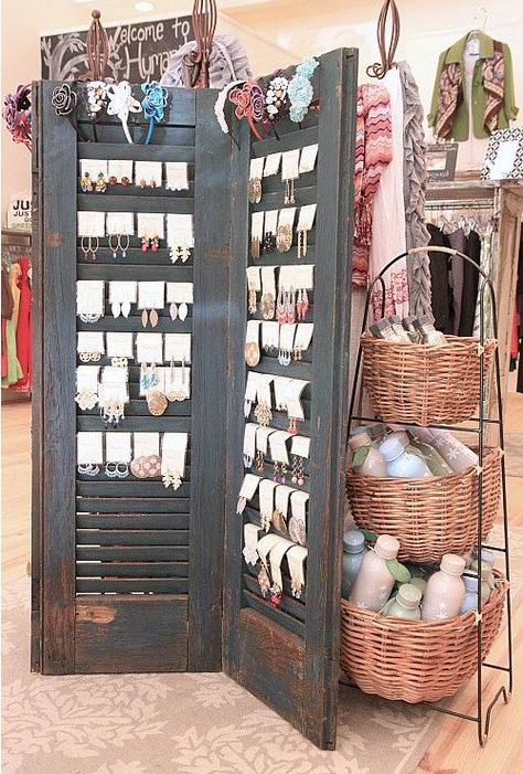 Old shutters earrings display / storage. Great for a display in a store, or at a craft or boutique sale! Nice at home for hook / fishhook / wire pierced earrings. Craft Fair Displays, Market Displays, Retail Displays, Craft Booths, Window Displays, Merchandising Displays, Diy Shutters, Repurposed Shutters, Window Shutters