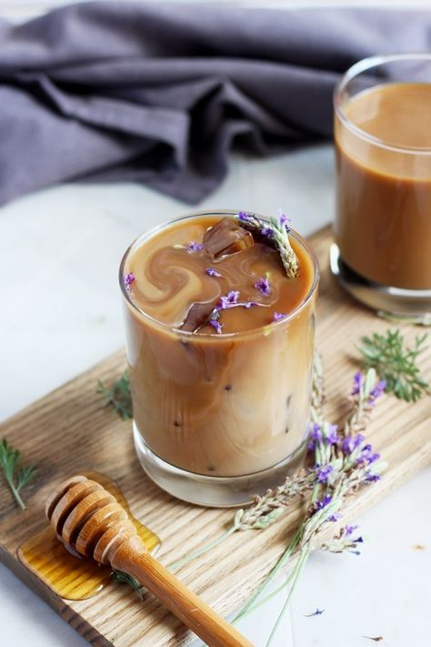 Honey Lavender Cold Brew Latte - The Wooden Skillet Coffee Latte, Starbucks Coffee, Hot Coffee, Iced Coffee, Coffee Cups, Coffee Maker, Yummy Food, Tasty, Cooking Recipes
