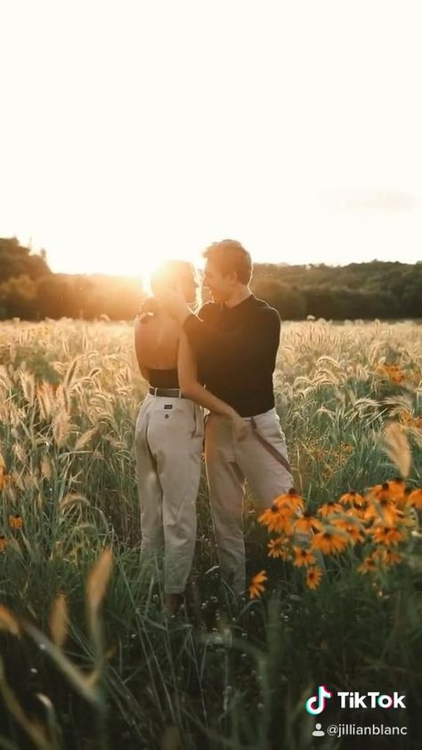 Summer golden hour couples portrait session in Wisconsin with Delaney Dekok and Linkon Foley.
