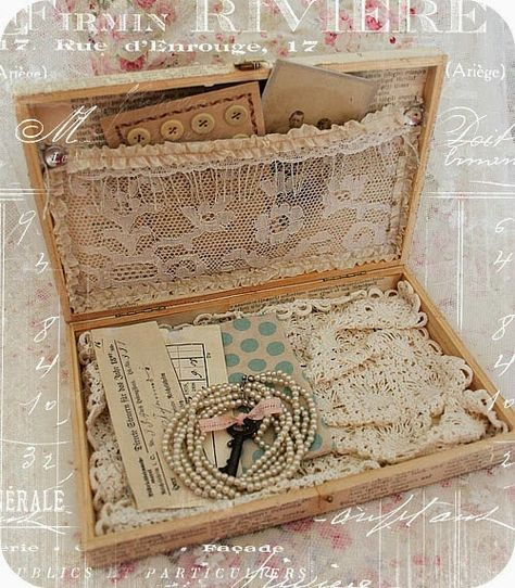 an old wooden cigar box into a special treasure box!Transform an old wooden cigar box into a special treasure box! Shabby Chic Crafts, Vintage Crafts, Vintage Shabby Chic, Vintage Box, Vintage Lace, Vintage Sewing, Cigar Box Projects, Cigar Box Crafts, Cigar Box Art