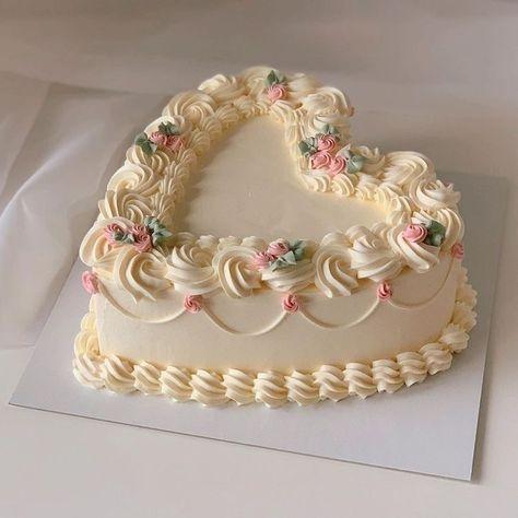 Pretty Birthday Cakes, Pretty Cakes, Beautiful Cakes, Amazing Cakes, Cake Birthday, Rodjendanske Torte, Korean Cake, Pastel Cakes, Cute Desserts
