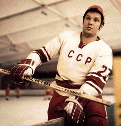 Алекса́ндр Па́влович Рагу́лин (5 мая 1941, Москва, РСФСР, СССР — 17 ноября 2004, там же, Россия) — советский хоккеист, заслуженный мастер спорта СССР (1963). Спортивное прозвище — «Сан Палыч» (канадцы называли Рагулина «большой Раг»). Завоевал наибольшее среди всех хоккеистов число медалей (22) на ЗОИ, чемпионатах мира и Европы.