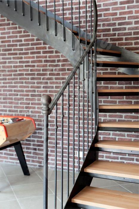 Photo DT106 - ESCA'DROIT® 1/4 Tournant Intermédiaire. Escalier intérieur balancé…