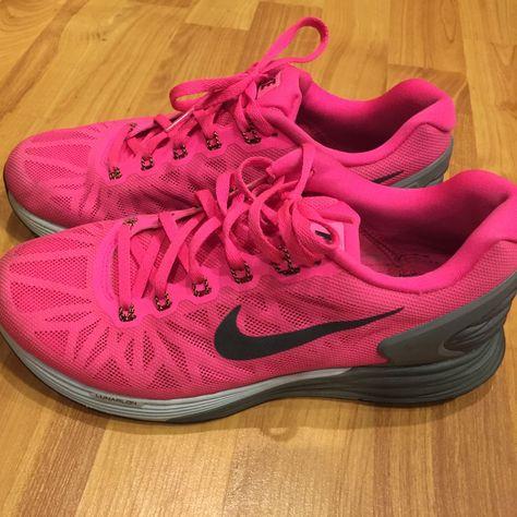 PRICE DROP! 🔥 Neon pink Nike lunarlon