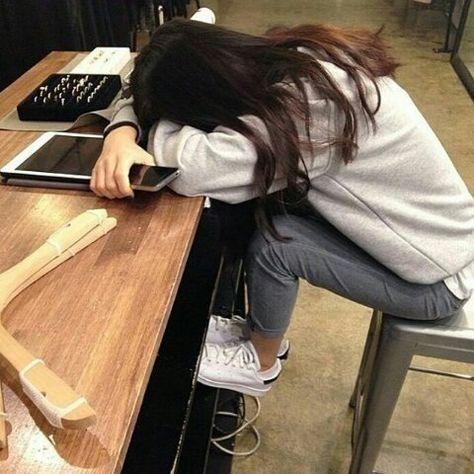 девушка на работе без лица