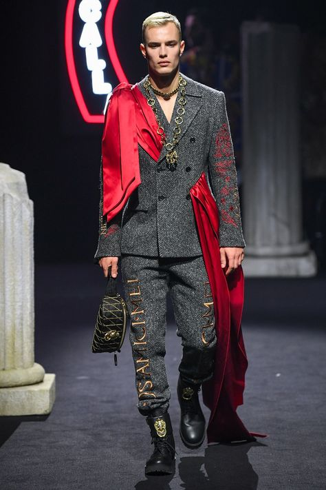 Moschino Fall 2019 Menswear collection, runway looks, beauty, models, and reviews.