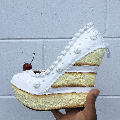 Get To Know The Delicious Shoes Of An American Designer Source by dekismdigital shoes Funky Shoes, Crazy Shoes, Cute Shoes, Camo Wedding Cakes, White Wedding Cakes, Ice Cream Shoes, Shoe Cakes, Purse Cakes, Kawaii Shoes