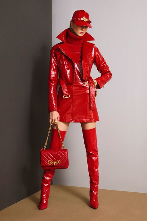 See the complete Versace Pre-Fall 2018 collection. #women'sfallfashionstyles  HAPPY VALENTINES...