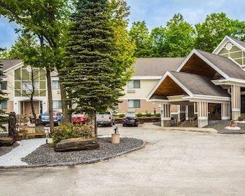 Comfort Inn Suites At Maplewood 213 Paine Turnpike N