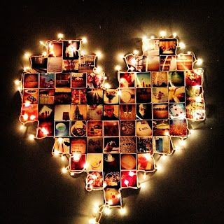 decoração de parede com fotos formato coração e luzes de natal