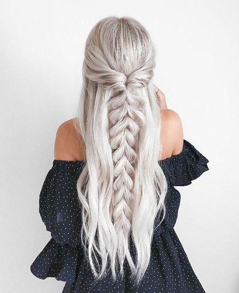 half up half down Trendy Chic Braided Hairstyle Ideas You Should Try - Pull through braid half up . Trendy Chic Braided Hairstyle Ideas You Should Try - Pull through braid half up half down Braided Ponytail Hairstyles, Pretty Hairstyles, Wedding Hairstyles, Hairstyle Ideas, Beehive Hairstyle, Lob Hairstyle, Barbie Hairstyle, Fashion Hairstyles, Hairstyles With Braids