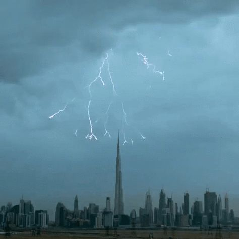 Watch a Spectacular Lightning Storm Light up Dubai's Skyline - BlazePress