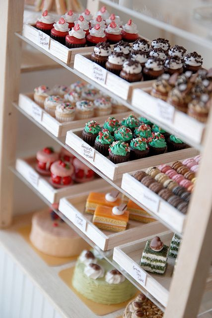 Love the simple white display boxes. Allows for the cupcakes and baked goods to really show without cluttering. someday this will be ma business. Boutique Patisserie, Mein Café, Peggy Porschen Cakes, Cupcake Shops, Cupcake Tray, Cupcake Cases, Cupcake Display, Cupcake Bakery, Bakery Design