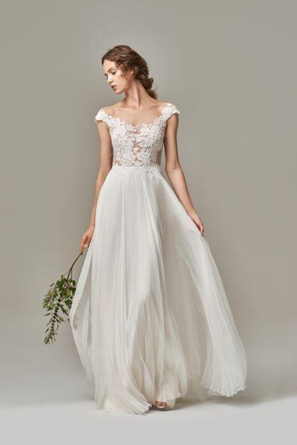 Gefunden Bei Happy Brautmoden Brautkleid Elegant Elegantes Brautkleid Anna Kara Spitze Spitzenkleid Edel Ele Hochzeitskleid Hochzeitskleid Elegant Braut