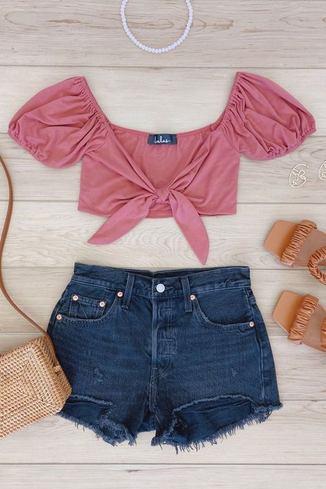 The perfect basics to pack on your next trip. Pair Lulus Chic Trends Rusty Rose Puff Sleeve Tie-Front Crop Top and 501 Original High Rise Black Cut-Off Denim Shorts for a cute casual outfit. #lovelulus