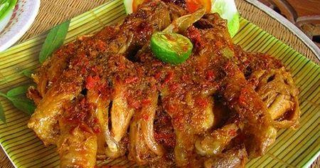Resep Ayam Betutu Khas Gilimanuk Bali Cocok Untuk Keluarga Anda Adalah Masakan Khas Gilimanuk Bali Yang Sudah Sangat Resep Ayam Resep Masakan Makanan Ayam