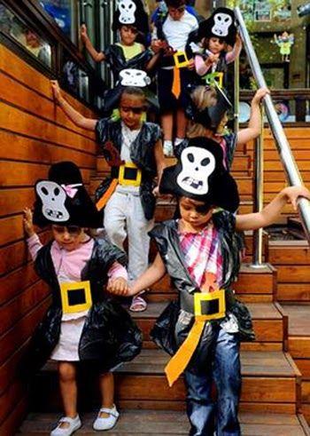 Joguinola Com Disfraces Caseros Con Bolsas De Basura Disfraz De Pirata Disfraces Bolsas De Basura Disfras De Pirata