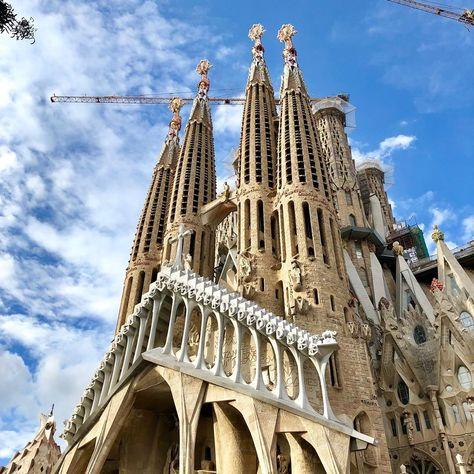 Esto si que no está sobrevalorado... Sin palabras! . . . . #sagradafamilia #barcelona #cataluña #gaudi #gaudiarchitecture #antonigaudi #modernism #modernismo #iglesia #basilica #vitrales #vitral #colores #calidos #naranja #amarillo #fotografia #photography #picoftheday #discovertheearth #discoverearth #travel #trip #travelers #nature #travelpic #eurotrip%2