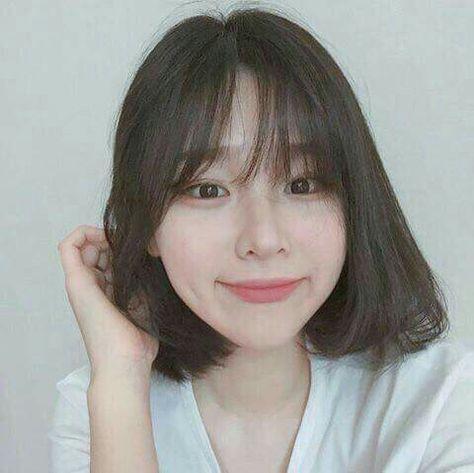 18 Cute And Easy Hairstyles For Short Hair Beauty Home Short Hair With Bangs Korean Short Hair Ulzzang Short Hair