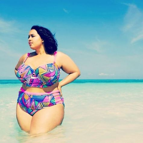 07e14cd75e Bademode für Mollige  Diese Bikinis und Badeanzüge schmeicheln Kurven  perfekt!