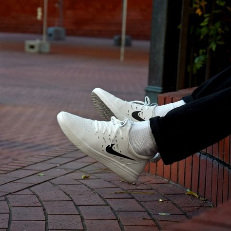 nike sb nyjah free white on foot