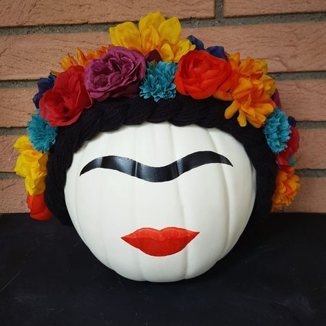 Full tutorial and face painting template for a DIY Frida Kahlo Pumpkin by EmilyAdamsOnFire Sugar Skull Pumpkin, Pumpkin Art, Pumpkin Ideas, Pumpkin Painting, Pumpkin Carving, Sugar Skull Decor, Tole Painting, Halloween Pumpkins, Fall Halloween