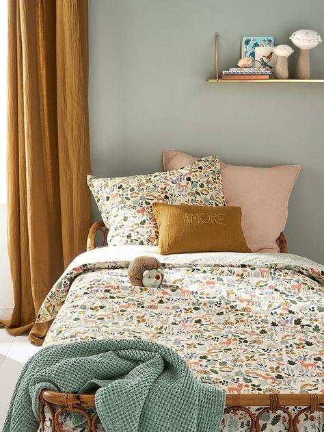 Chambre petite fille couleurs douces et motifs fleuris, curry rose poudré vert tendre