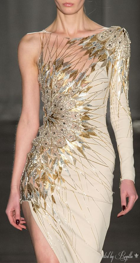 Julien Macdonald Fall 2014 Ready-to-Wear Detail Couture Fashion, Runway Fashion, High Fashion, Fashion Art, Fashion Women, Elegant Dresses, Pretty Dresses, Julien Macdonald, Fantasy Dress