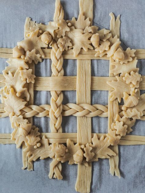 Maple Ginger Pumpkin Pie with Lattice Crust – Pie-Eyed Girl - Thanksgiving desserts - Delicious Pie Pumpkin Pie Recipes, Pumpkin Spice Cupcakes, Banana Cupcakes, Pumpkin Pie Crust Recipe, Pastel Art, Raffaello Cupcakes, Pie Crust Designs, Pie Decoration, Pies Art