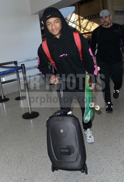 Jaden Smith Sighted At Lax Airport In Los Angeles On November 25 2018 Jaden Smith Vr Goggle Los Angeles