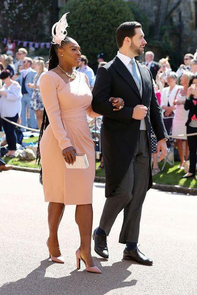Hochzeitsgaste Meghan Und Harry Das Trugen Die Promis Zur Royal Wedding Royal Wedding Guests Outfits Harry Wedding Wedding Guest Outfit
