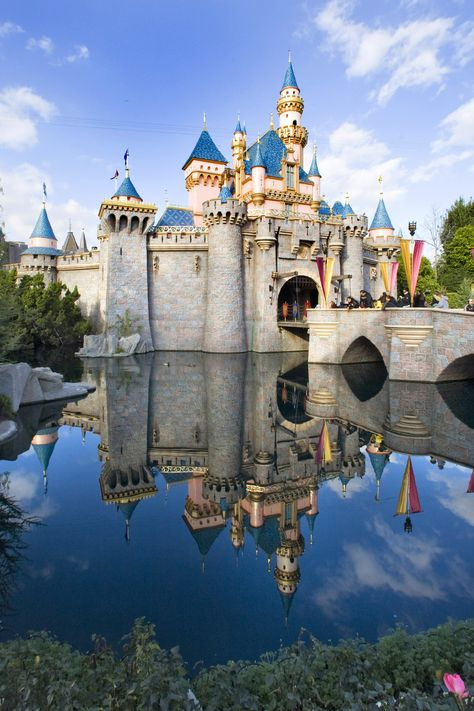 Here are the tips to do Disneyland right with toddlers and pre-schoolers!  via @todaysmama