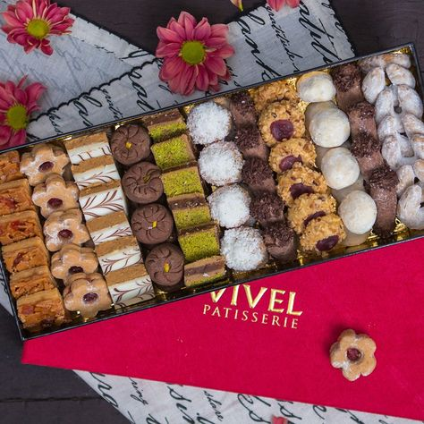 Delicious biscuits from Vivel can liven up even the most formal tea ceremony. (012) 497 83 74