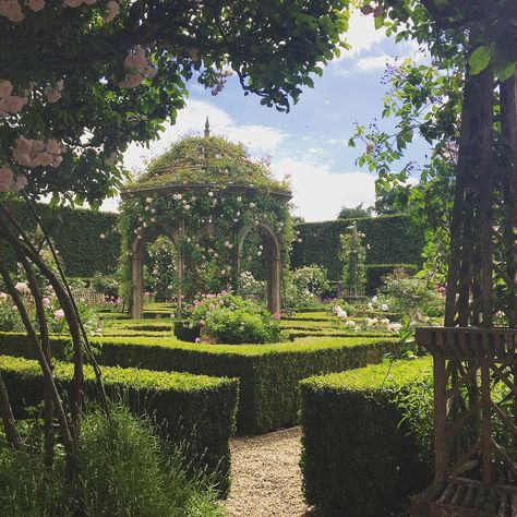 Amanda Clark and her husband Stephen are the owners of Seend Manor in Wiltshire, England. The spectacular gardens within Seend Manor's grounds were designed by Julian and Isabel Bann… Nature Aesthetic, Travel Aesthetic, Princess Aesthetic, Dream Garden, Manor Garden, Aesthetic Pictures, Beautiful Gardens, Beautiful Places, Scenery