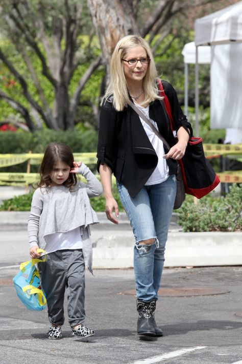 Sarah Michelle Gellar's at the Farmer's Market -- she has her very own set of the sugarSNAP Files!