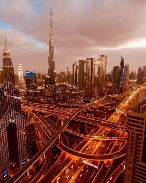 Dubai Airport, Dubai City, Beautiful Places To Travel, Cool Places To Visit, Dubai Video, Night Sky Photos, Beautiful Nature Scenes, Dubai Travel, City Aesthetic