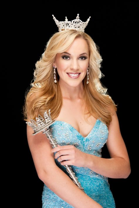 Miss California Leah Cecil - Celebrity Co-Grand Marshal