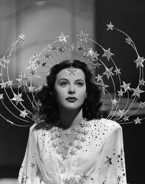 The Best Old Hollywood Movies to Watch for Holiday Beauty Inspiration - Celebrities Hollywood Stars, Old Hollywood Movies, Old Hollywood Glamour, Hollywood Fashion, Golden Age Of Hollywood, Hollywood Celebrities, Classic Hollywood, Vintage Hollywood, Hollywood Actresses