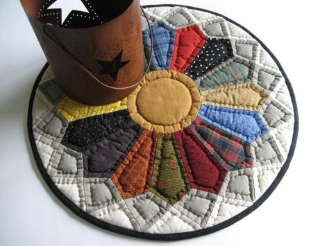 Dresden Plate Quilted Table Topper   Quilted Candle Mat by dlf724