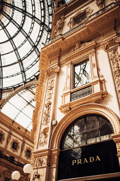 Ah Milan—the Italian captial of fashion, business, religion and history all so synergistically intertwined. Milan is arguably… Photo Wall Collage, Picture Wall, Milan Italy Travel, Mode Poster, Beige Aesthetic, Usa Tumblr, Insta Photo, Aesthetic Pictures, Travel Style