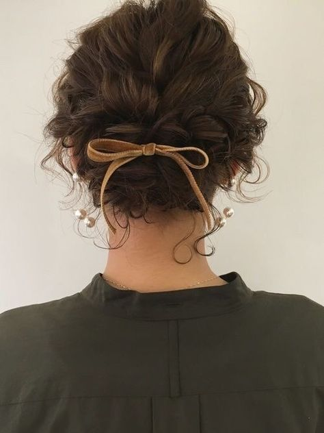 Creative Updos For Curly Hair Perfect For Holidays Or Special Occasions One of the perks of having curly hair is that it doesn't take that much effort to do a nice updo. Check out these ideas to style your hair during the holidays and special occasions. Pretty Hairstyles, Bob Hairstyles, School Hairstyles, Hairstyle Ideas, Bangs Hairstyle, Amazing Hairstyles, Hair Bangs, Shaved Hairstyles, Everyday Hairstyles