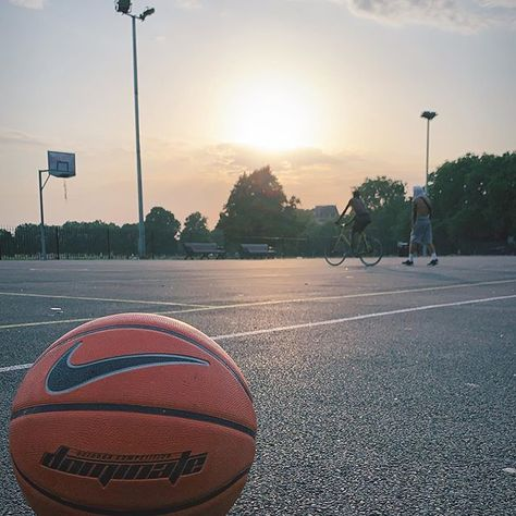 Im back  . . . . #london #tbt #sunset #life #sport #travelerbartender #basket #basketball  Im back  . . . . #london #tbt #sunset #life #sport #travelerbartender #basket #basketball #addicted #10yearslater #passion #sunmervibes #bestmood #instapic #camera #shoot #love