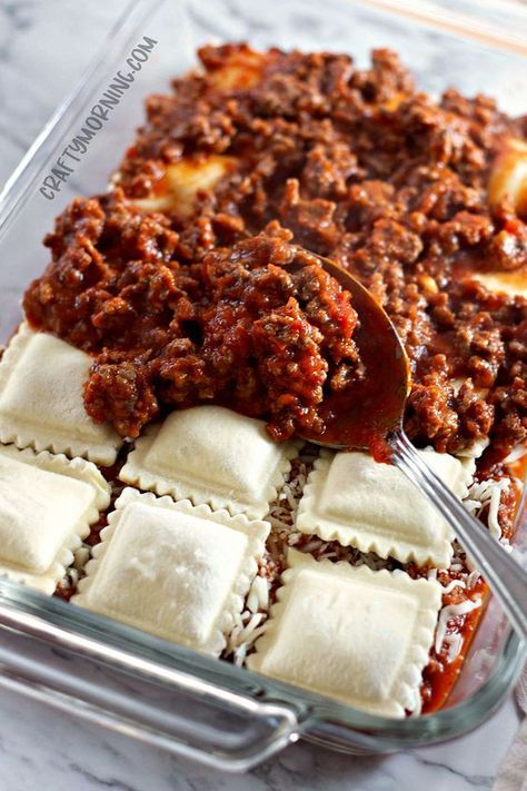 Lazy Lasagna: Baked Ravioli Casserole – Crafty Morning - New Site Baked Ravioli Casserole, Ravioli Bake, Casserole Dishes, Baked Ravioli Recipes, 4 Cheese Ravioli Recipe, Perogi Casserole, Ravioli Filling, Spinach Ravioli, Mushroom Ravioli