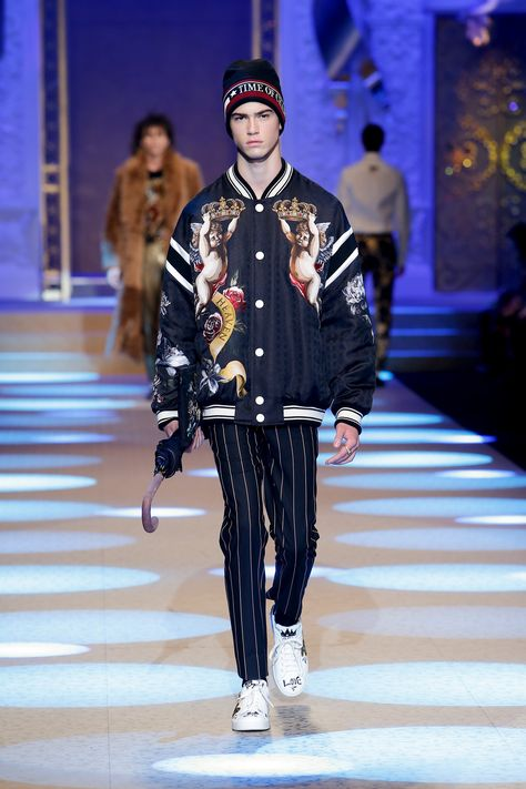 Discover Videos and Pictures of Dolce & Gabbana Fall Winter 2018-19 Menswear Fashion Show on Dolcegabbana.com.