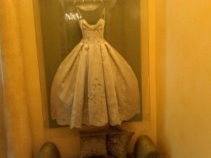 wedding dress display- I am so going to do this!   Cool Ideas ...